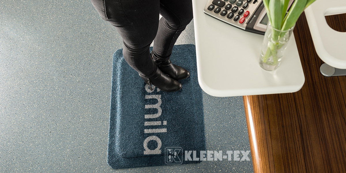 Kleen-Komfort Design next to desk